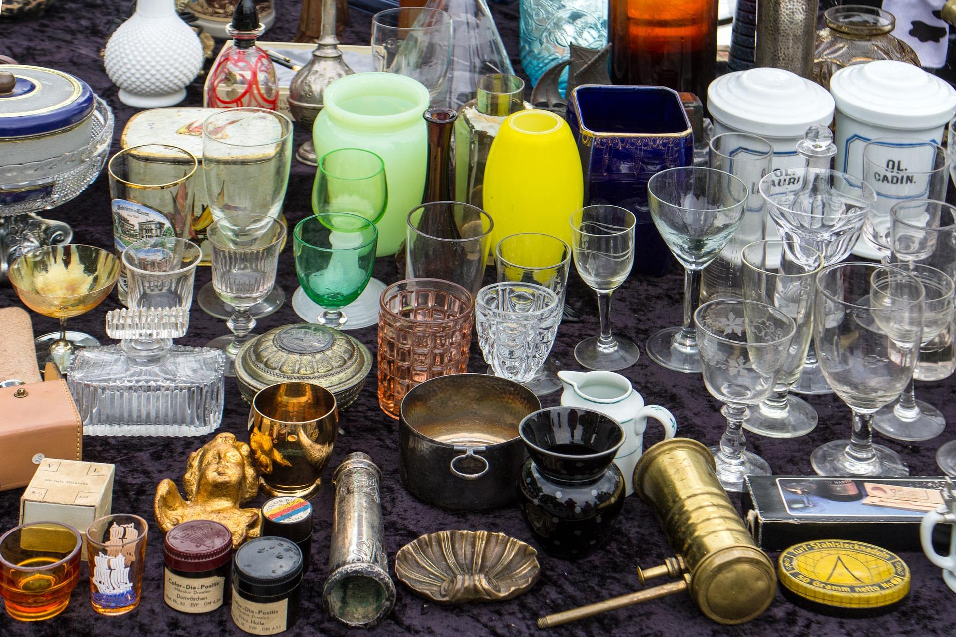 Vasen, Gläser und Geschirr